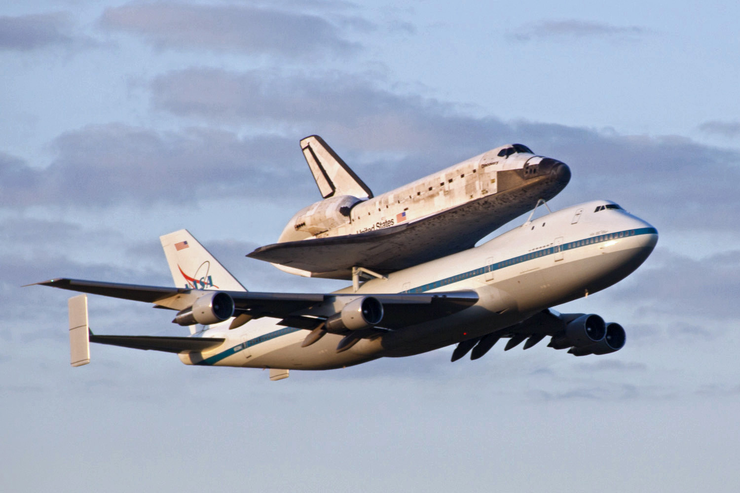File:Shuttle Carrier Aircraft transporting Discovery ...