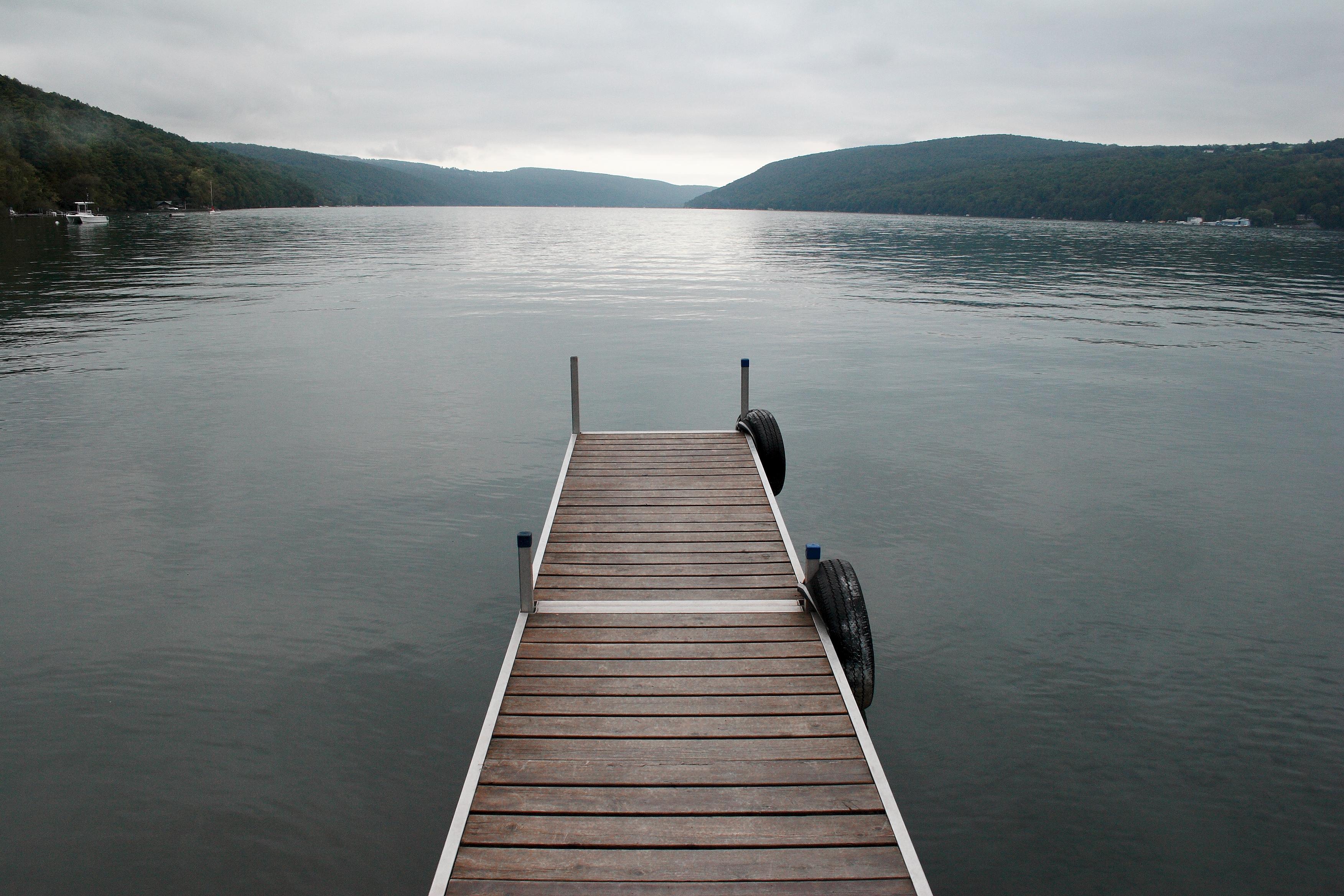 File:Skaneateles Lake, New York, pier.jpg - Wikimedia Commons