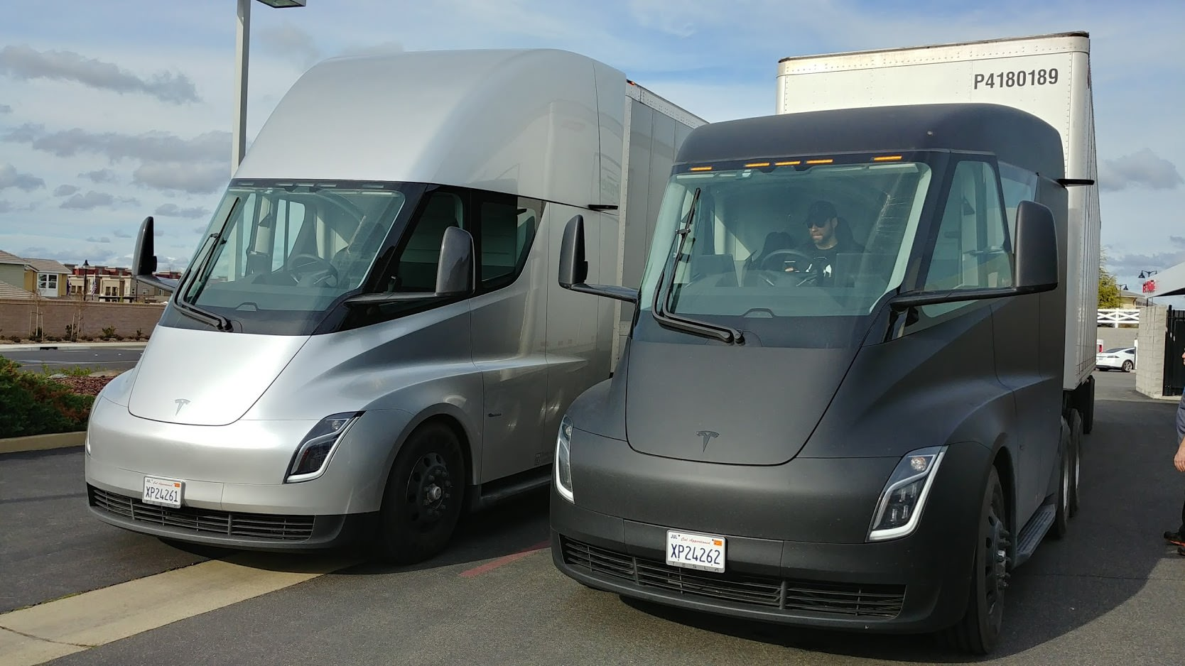 Tesla_Semi_5 electric vehicle wikipedia