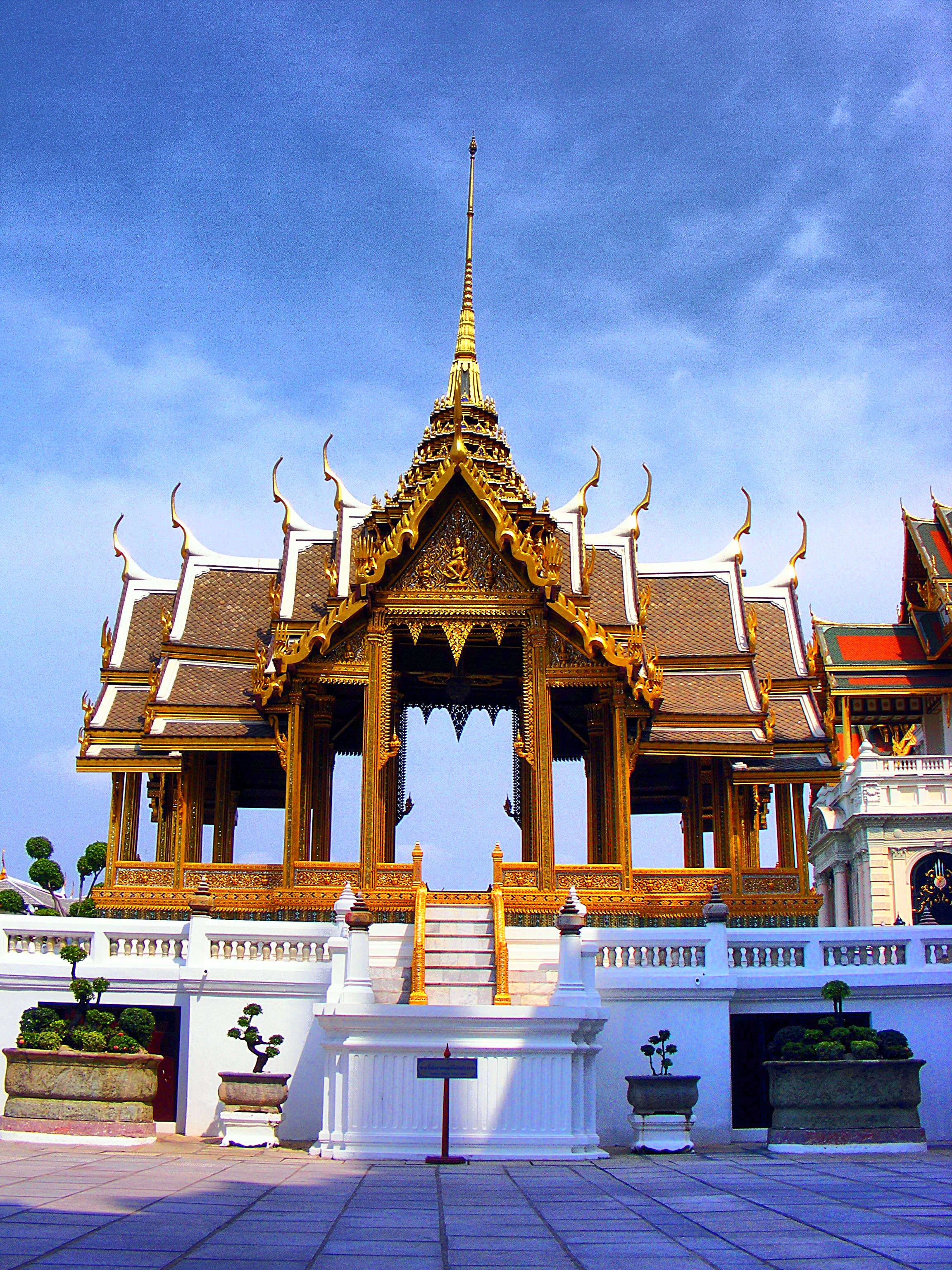 palace of thailand Travel information for luxury tours of the grand palace, sights of thailand - easy tours.