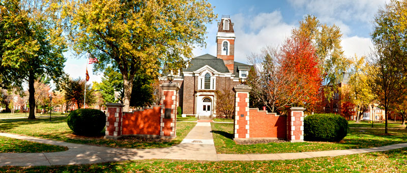 File:This is College Hall located on Simpson College's campus in Indianola, Iowa.jpg