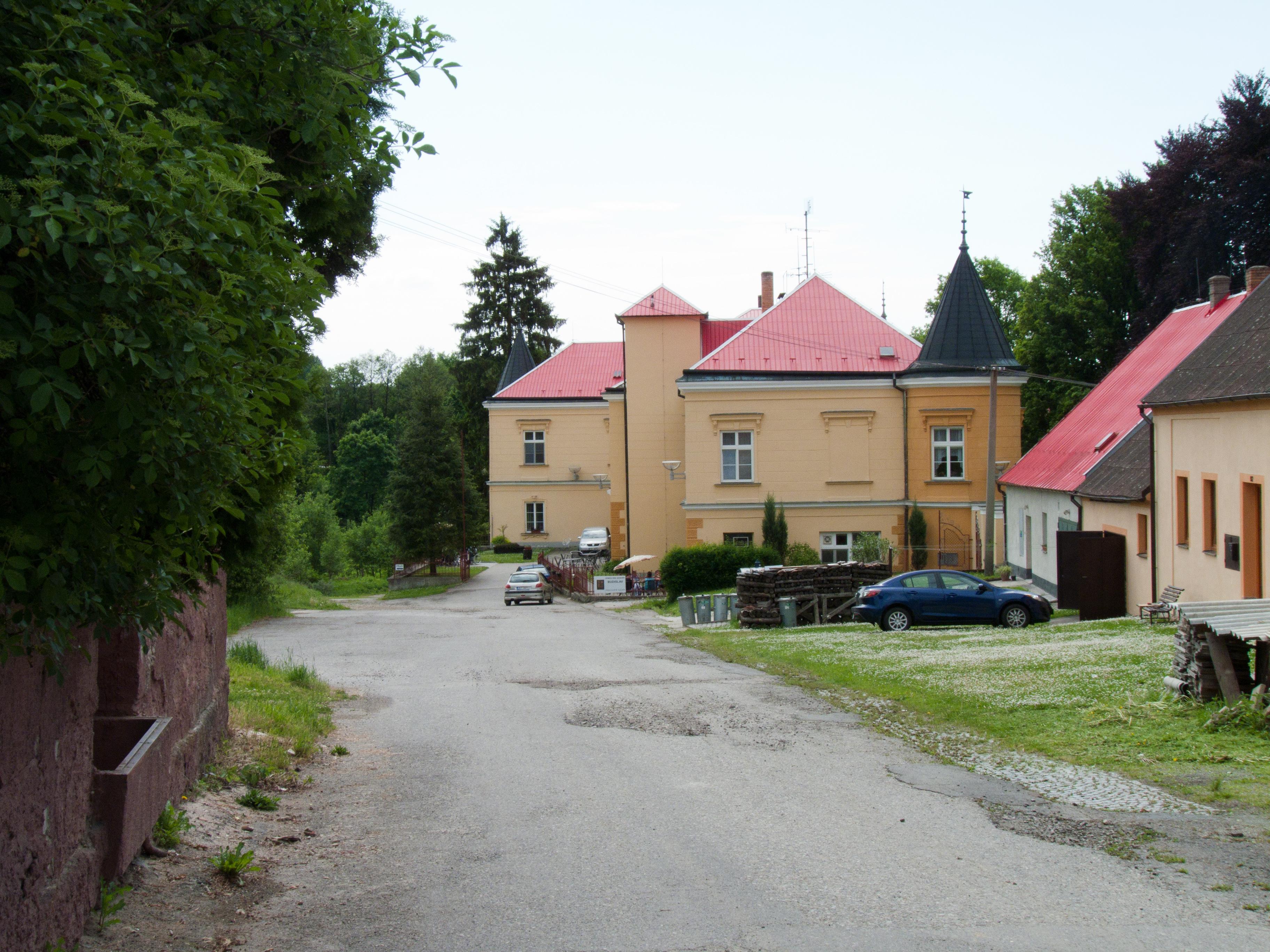 Tučapy, zámek
