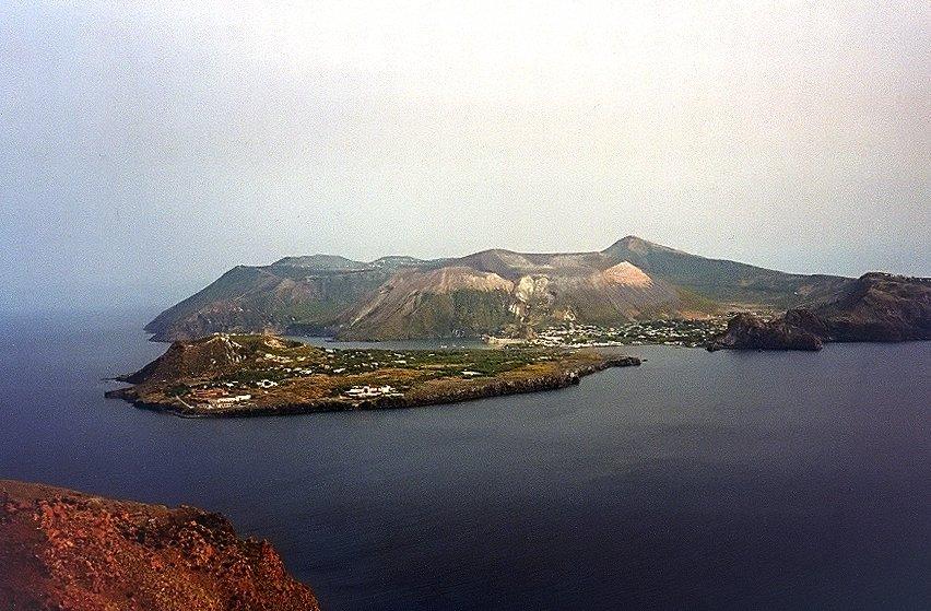 Veduta aerea di Vulcano e Vulcanello