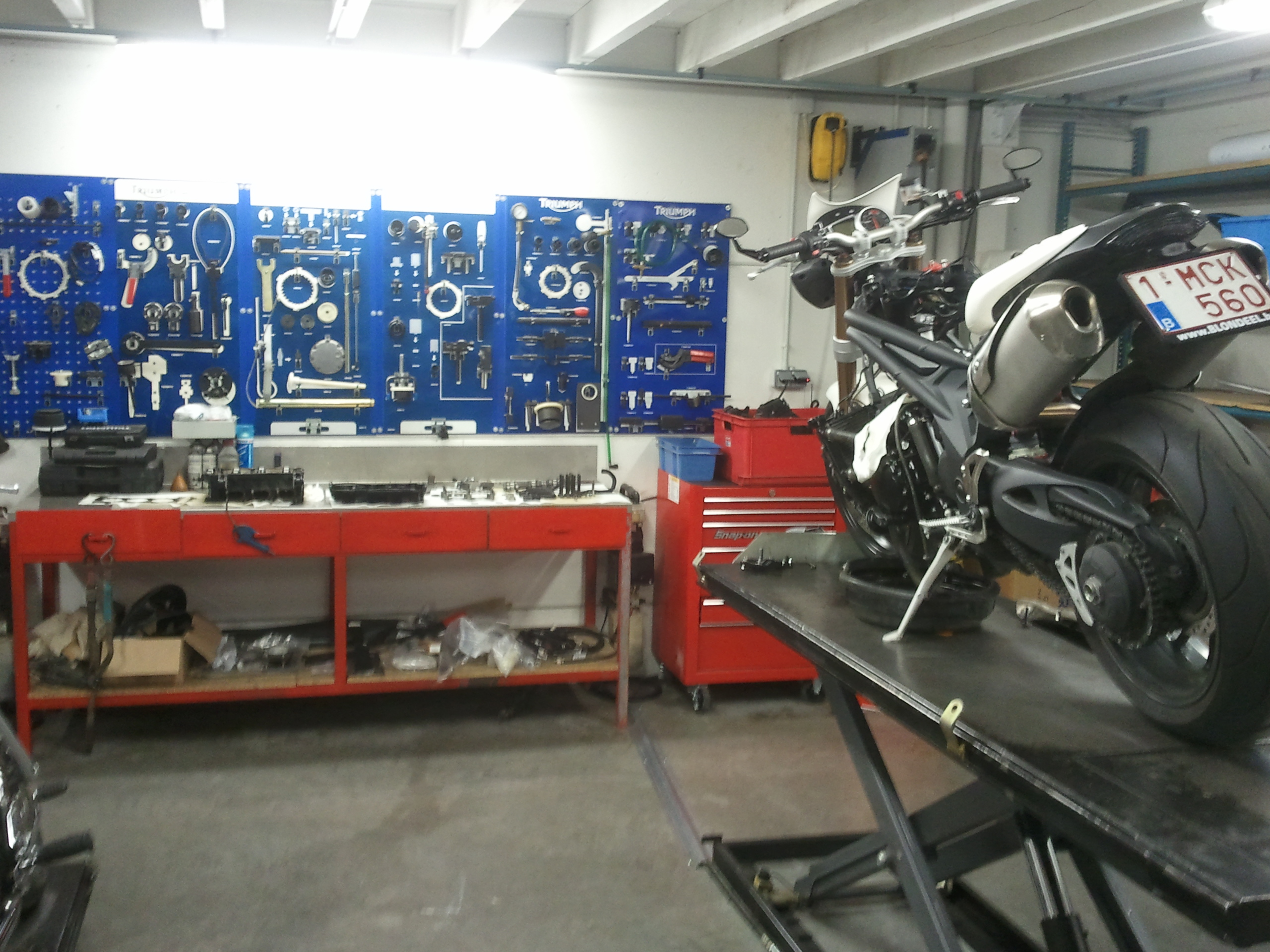 File Werkplaats Motoparts jpg   Wikimedia Commons
