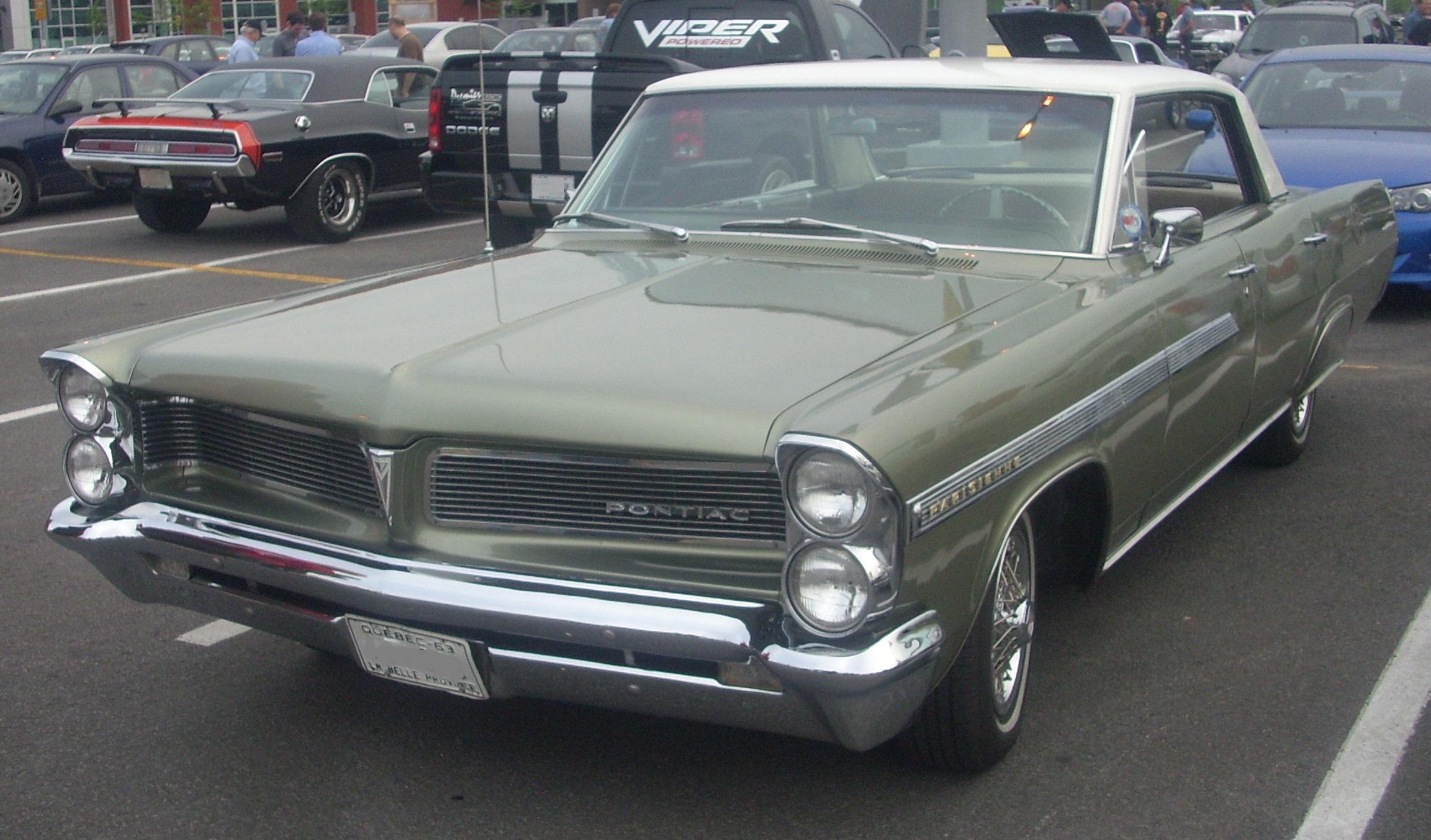 File:'63 Pontiac Parisienne Sedan (Centropolis Laval '10 ...