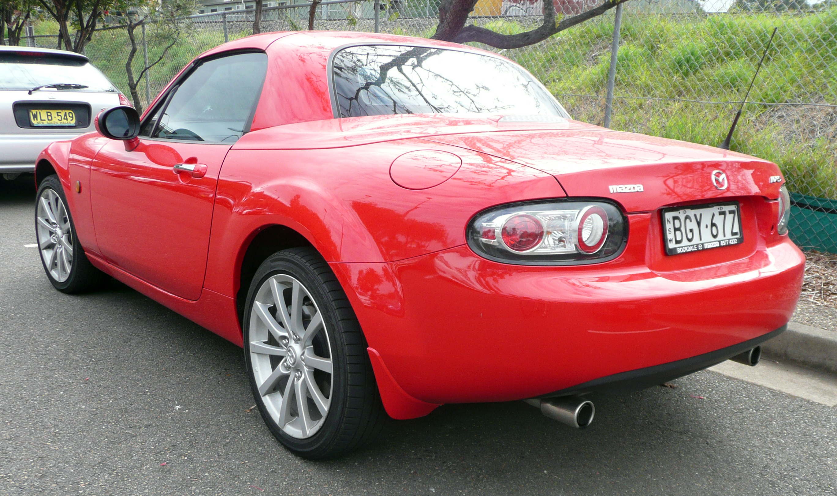 https://upload.wikimedia.org/wikipedia/commons/3/36/2005-2009_Mazda_MX-5_%28NC_Series_1%29_hardtop_03.jpg