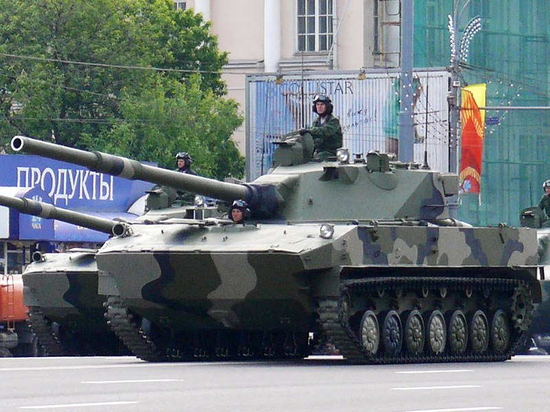 Datoteka:2008 Moscow Victory Day Parade - 2S25 Sprut-SD.jpg