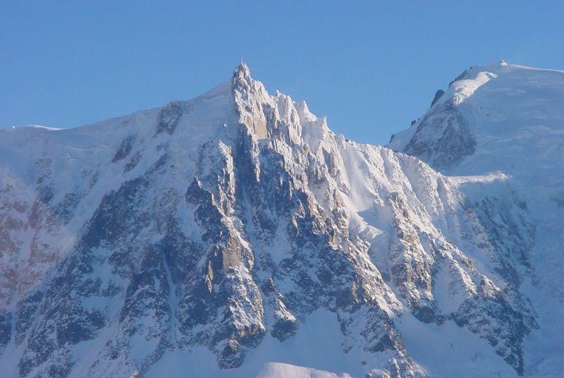 Aiguille_du_Midi_Chamonix_1.jpg