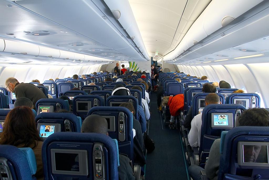 File airbus a330 323x air caraibes for Airbus a330 xl airways interieur