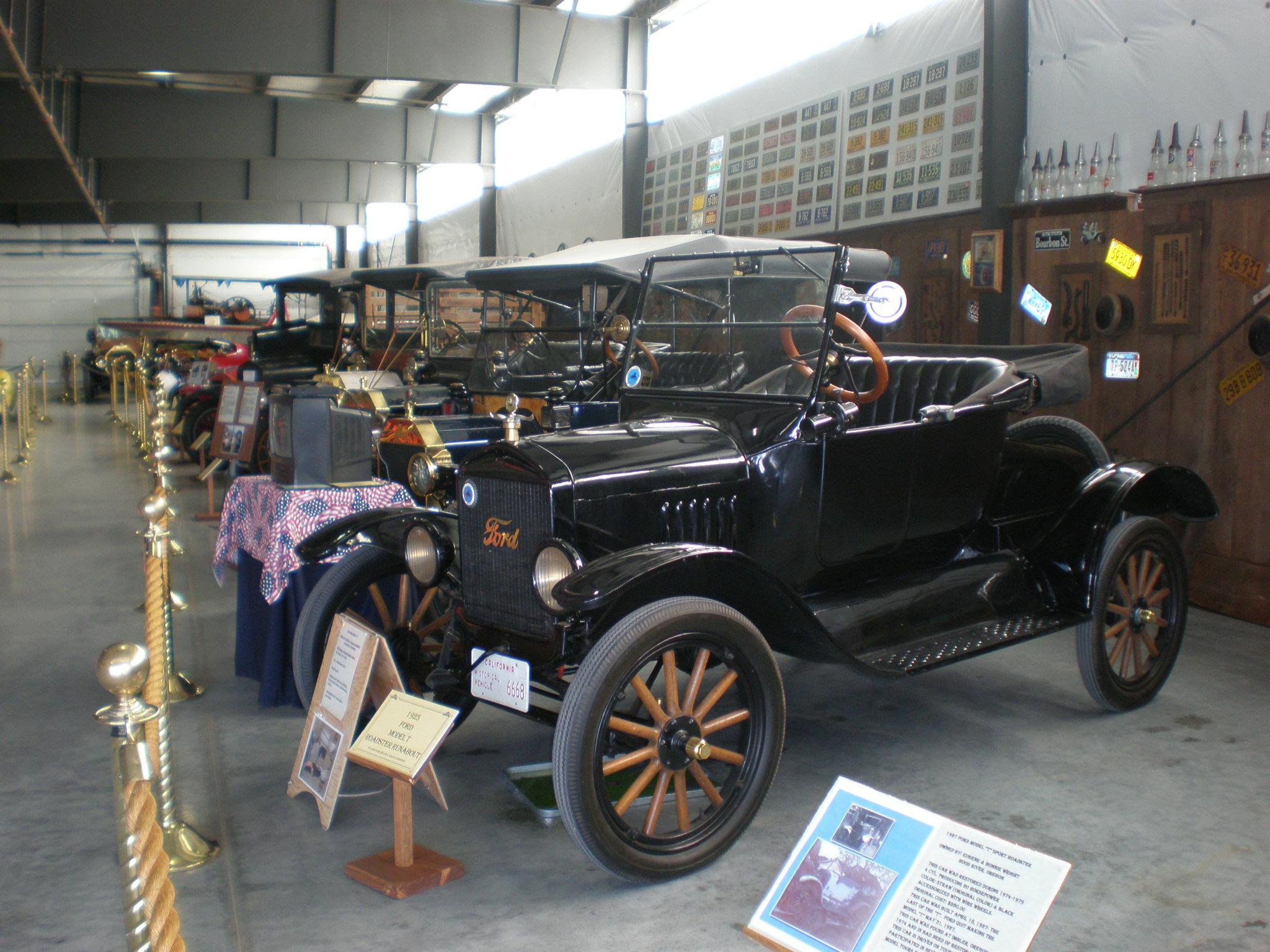 File:Antique Autos WAAAM.JPG - Wikimedia Commons