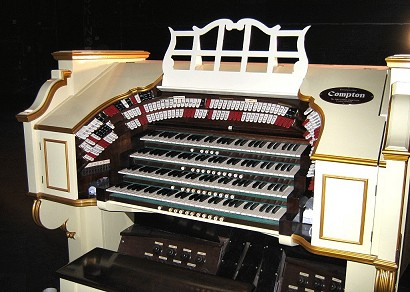 Restored organ, 2007 Apollo organ console small.jpg