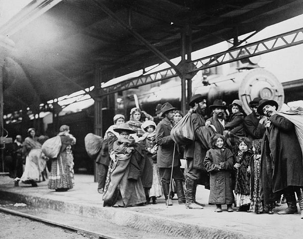 Arrival of immigrants at Union Station, Toronto By Pringle & Booth [Public domain or Public domain], via Wikimedia Commons