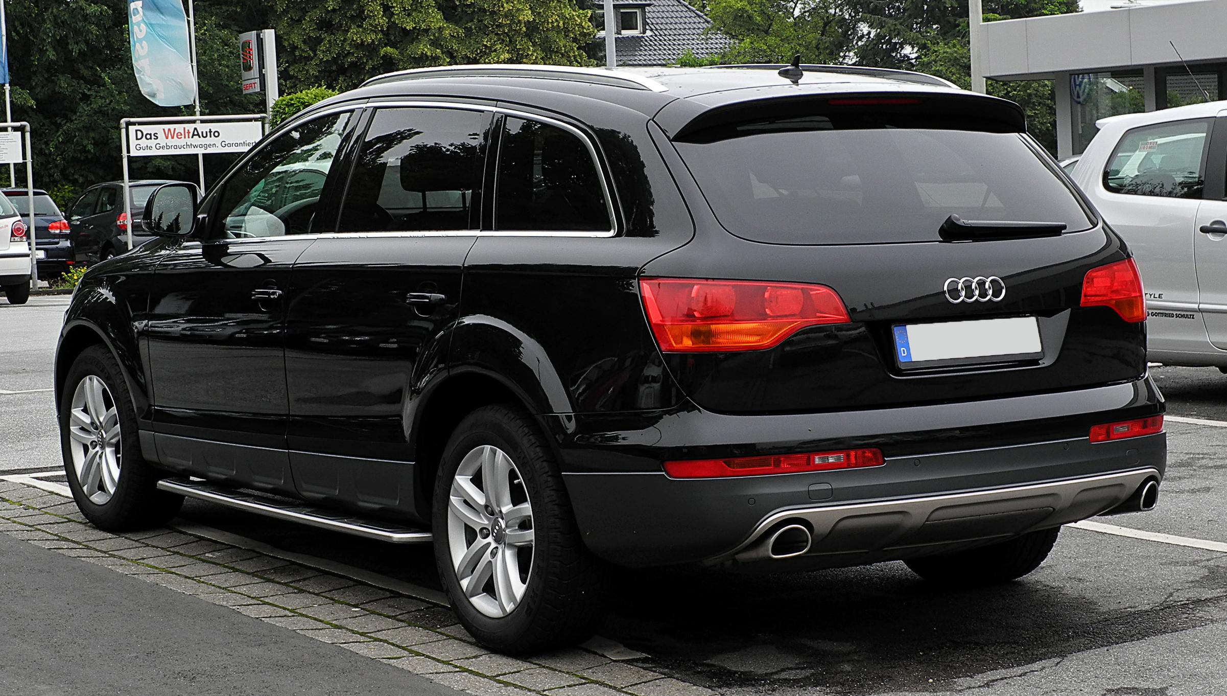 File:Audi Q7 – Heckansicht, 26. Juni 2011, Mettmann.jpg - Wikimedia
