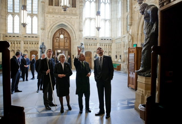 Barack Obama in the Members' Lobby of the Palace of Westminster, 2011.jpg