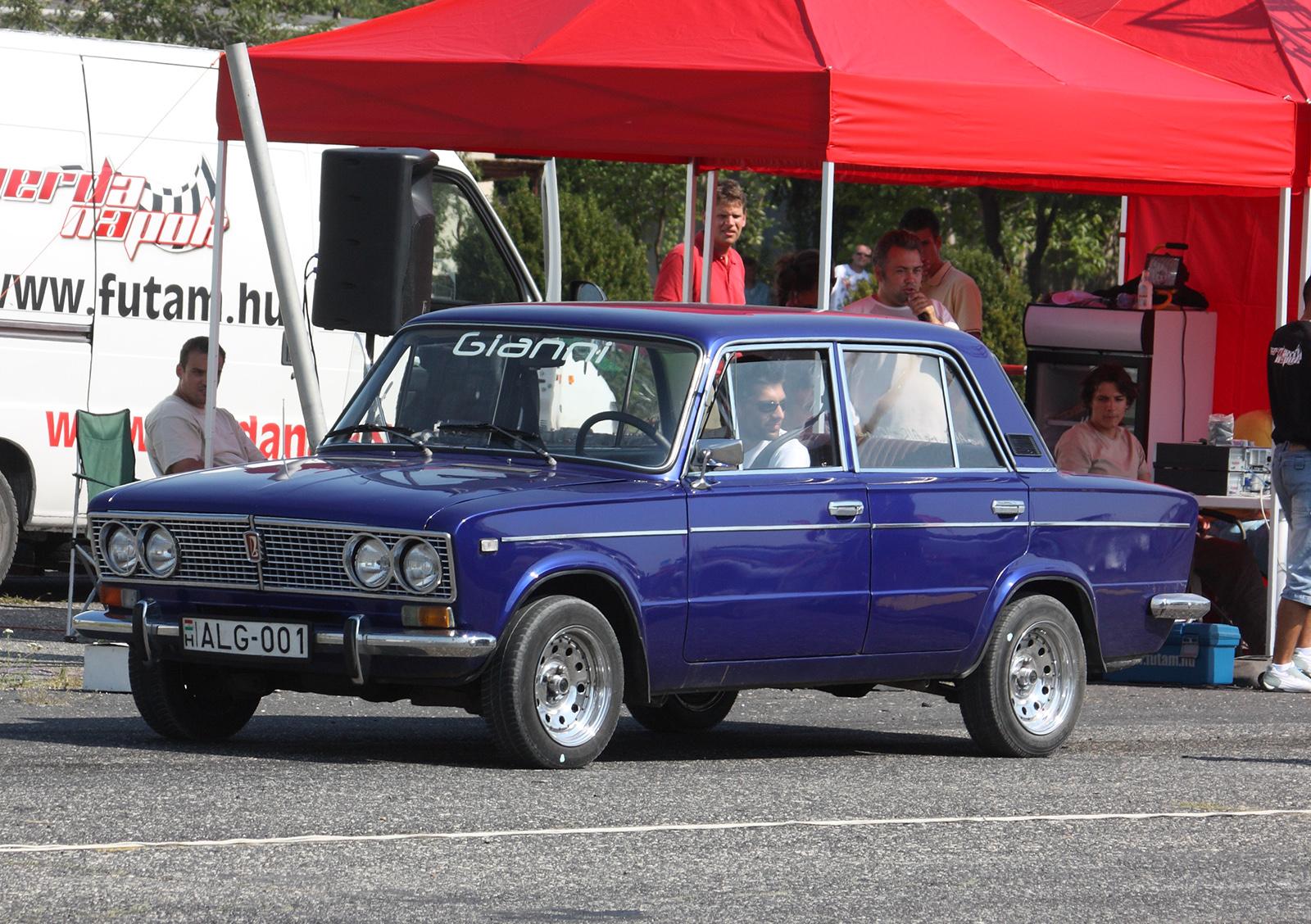 Description blue tuned lada 2103