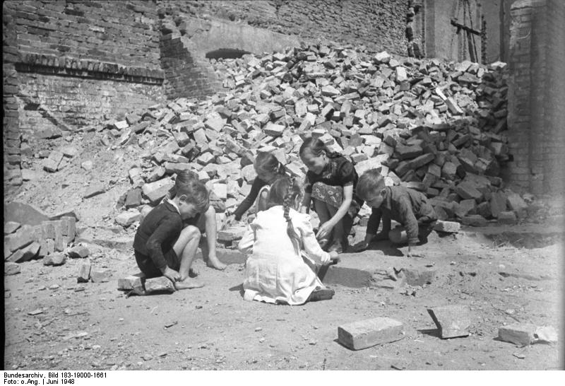 Bildresultat för berlin 1945 kinder