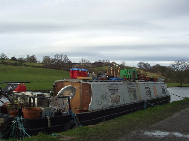 Canal boat, Calverley - geograph.org.uk - 129151
