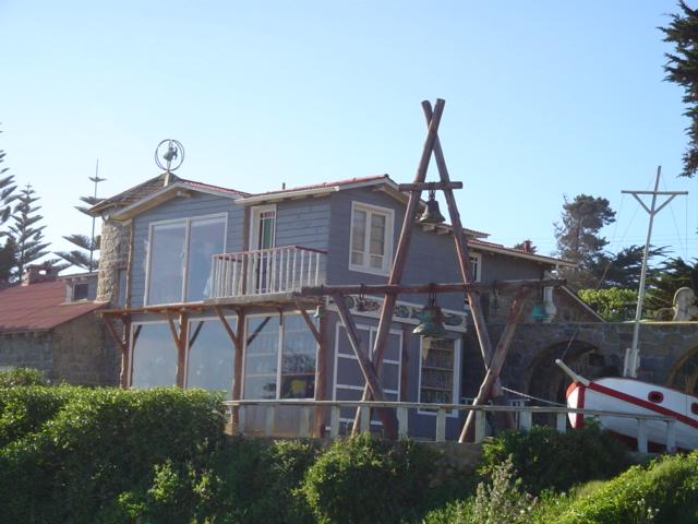 Casa de Neruda en Isla Negra, donde reposan los cuerpos de Neruda y su mujer Matilde Urrutia, que actualmente es un museo en honor del premio Nobel chileno.