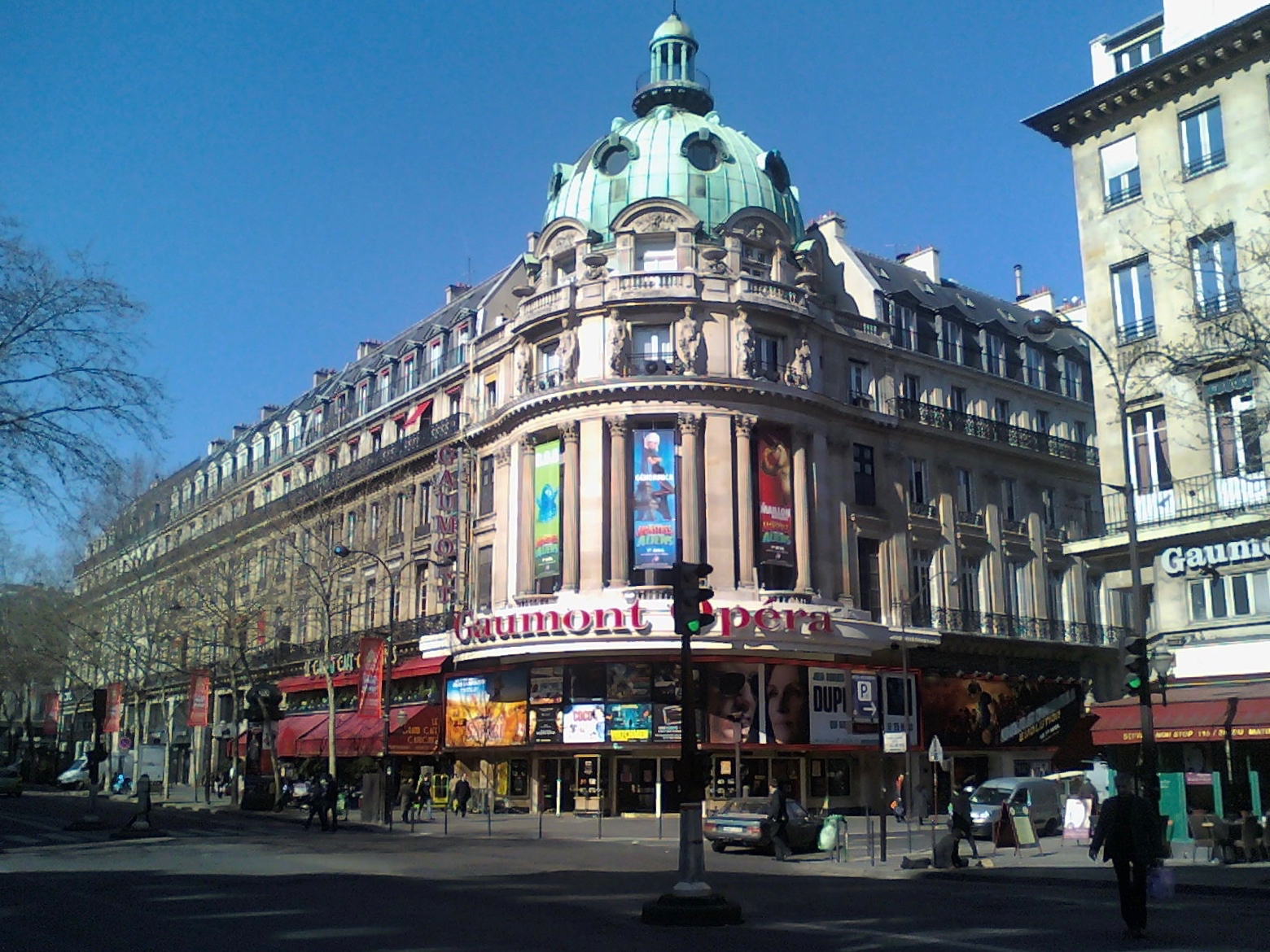 http://upload.wikimedia.org/wikipedia/commons/3/36/Cin%C3%A9_Gaumont_Op%C3%A9ra.jpg