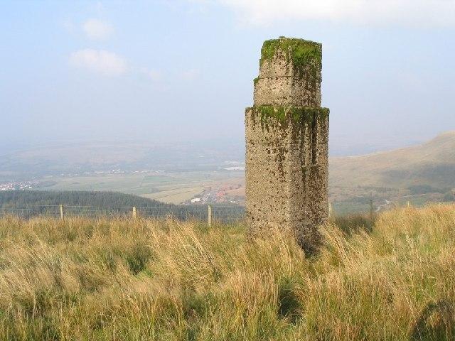 Concrete Pillar on Craig Y Llyn - geograph.org.uk - 66072