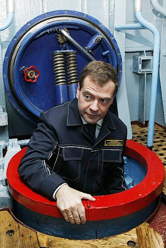 """Dmitri Medwedew: """"Alles wie immer"""" (September 2008 auf einem Raketen-U-Boot; Quelle: www.kremlin.ru)"""