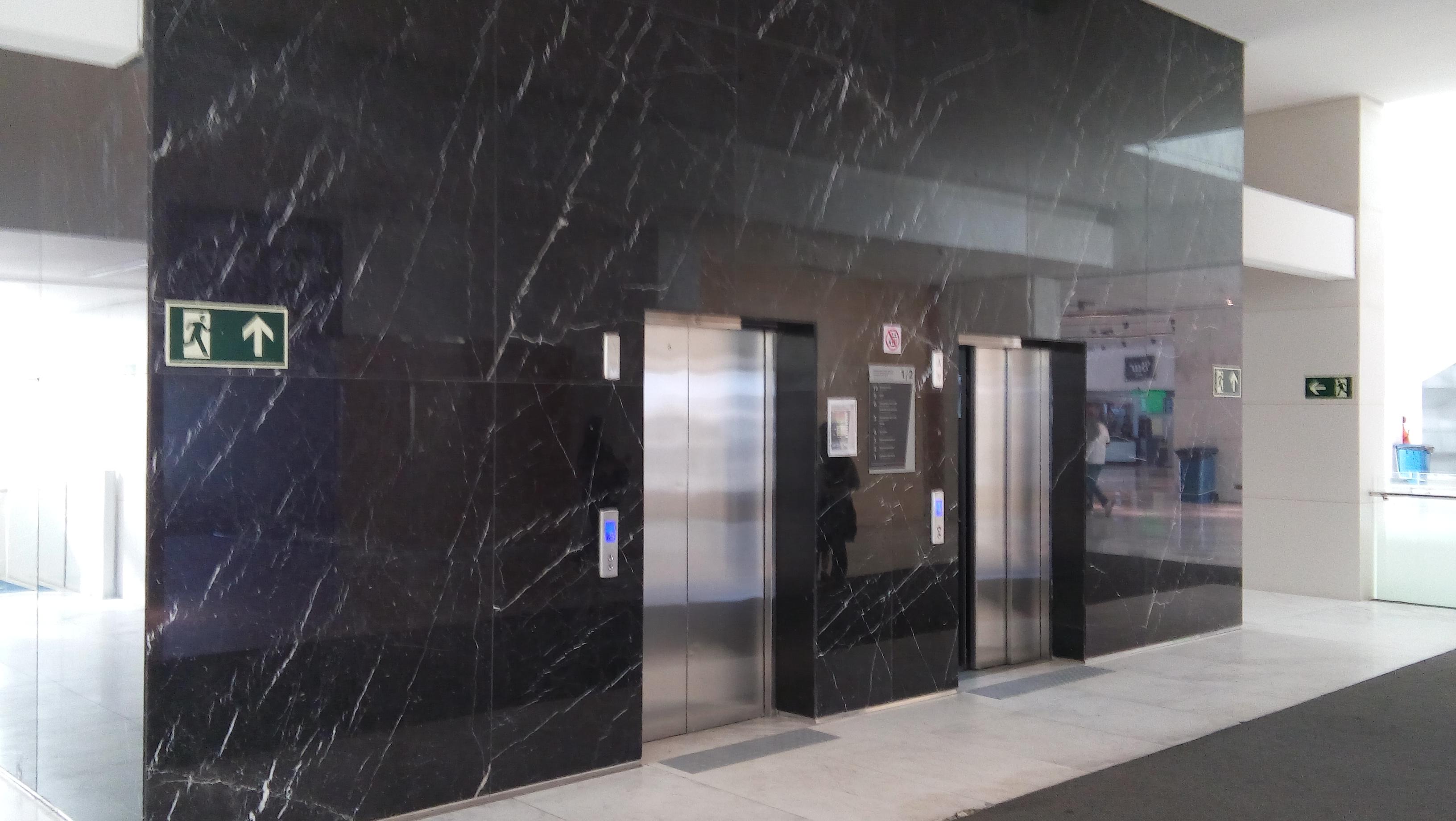 91e0e24c14 Elevadores no edifício oeste da Arena Corinthians