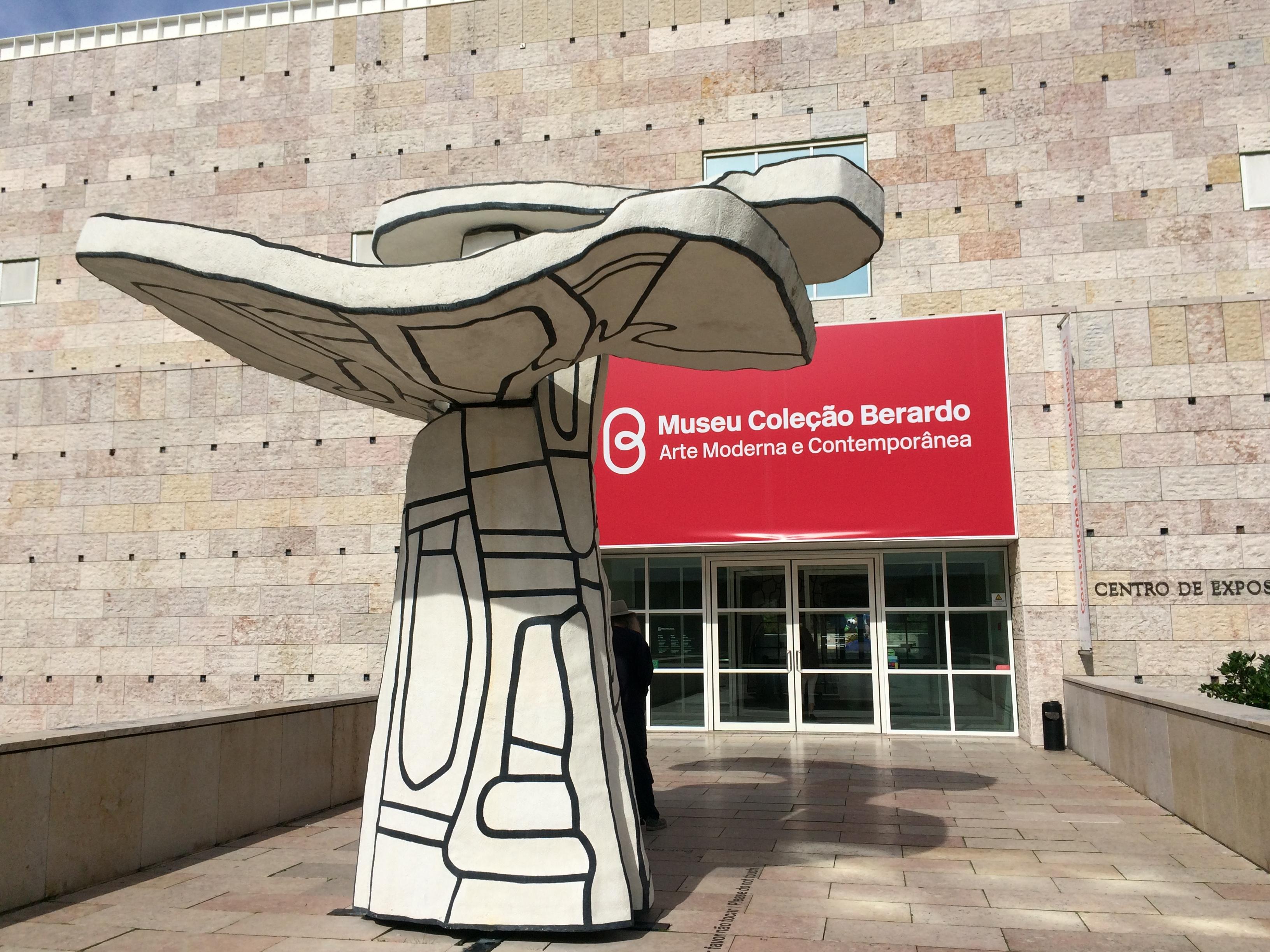 File:Entrance Museu Coleção Berardo Praça do Império Lisboa Portuga.JPG -  Wikimedia Commons