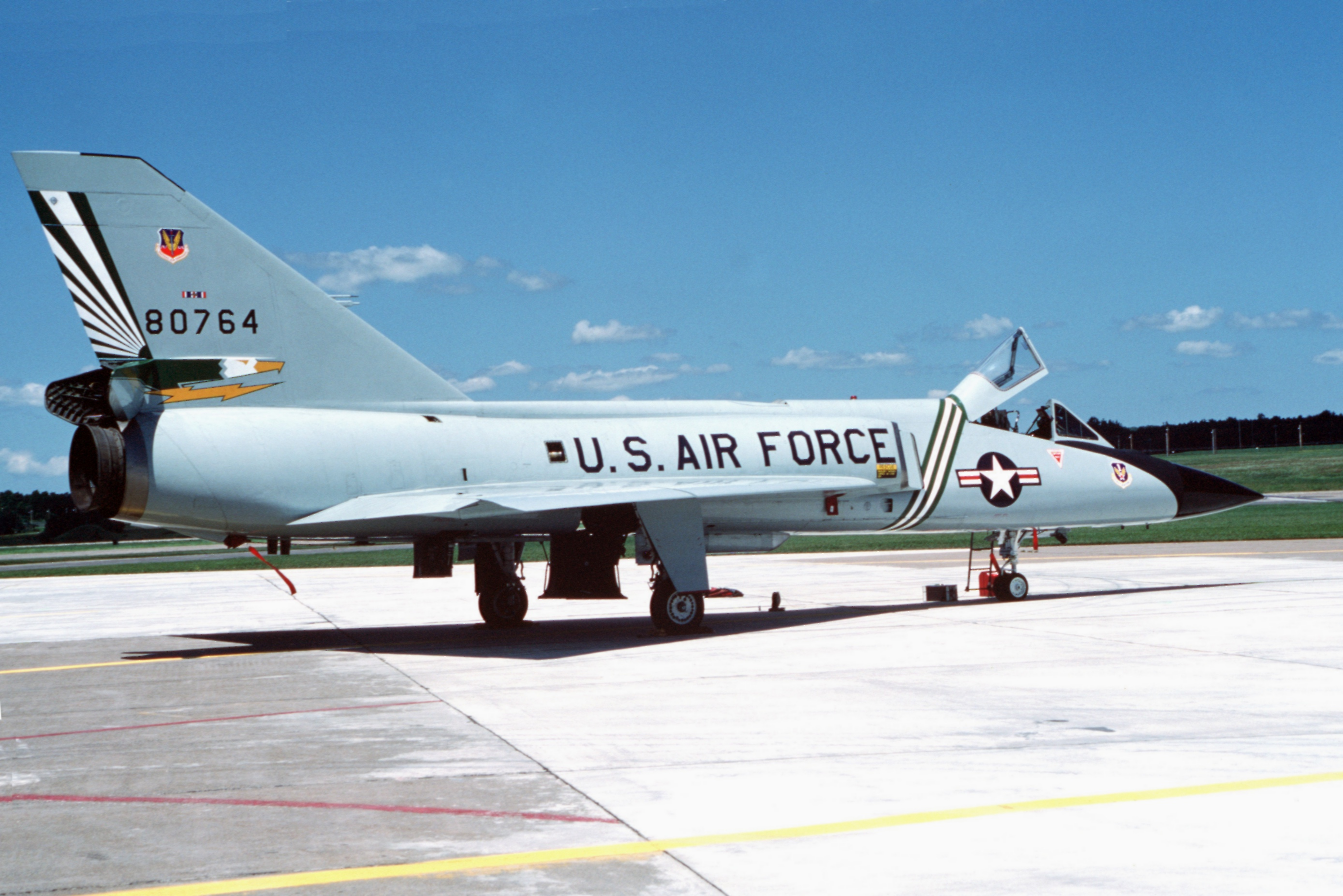 F-106A_49th_FIS_Wright-Patterson_AFB_198