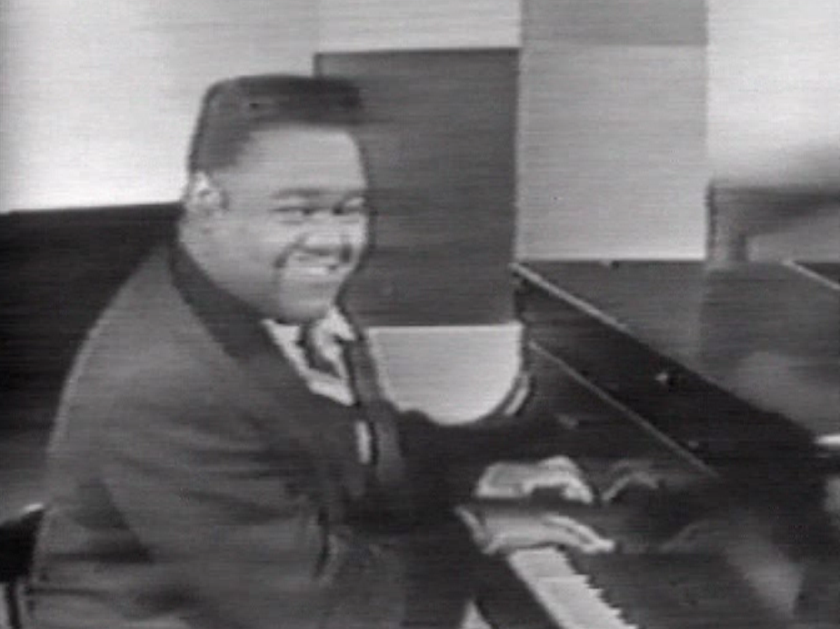 http://upload.wikimedia.org/wikipedia/commons/3/36/Fats_Domino_1956.png