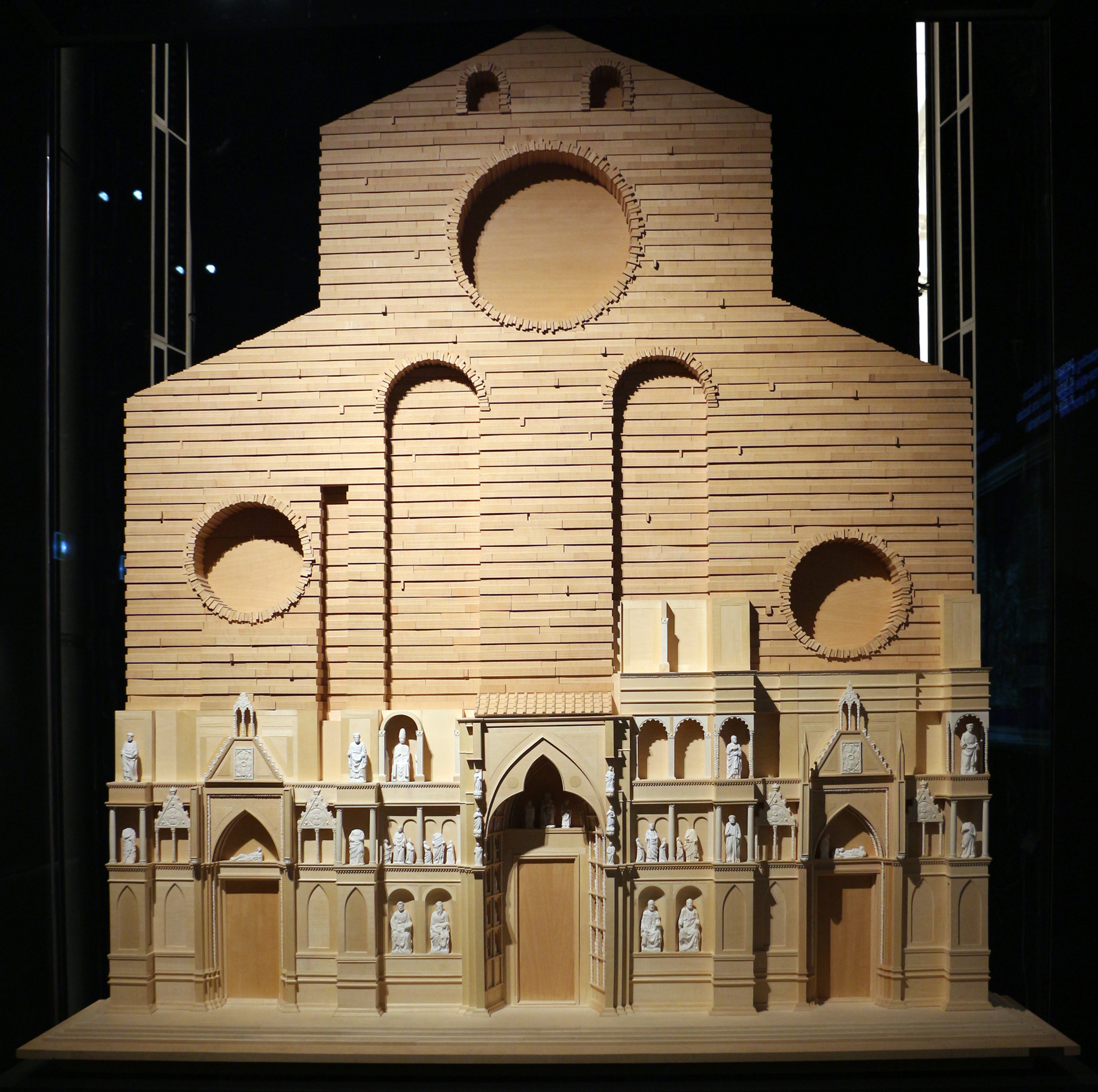 File franco gizdulich modello della facciata medievale for Progettare un interno