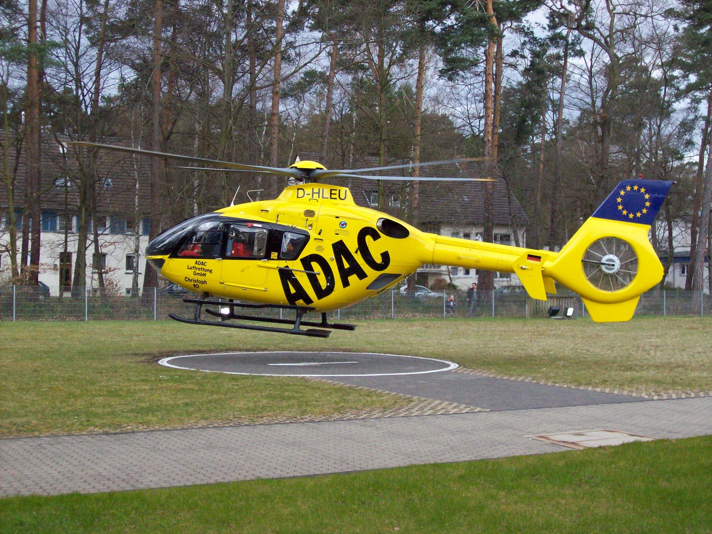 Elicottero Ec 135 : File helicopter ec taking off from bonn university