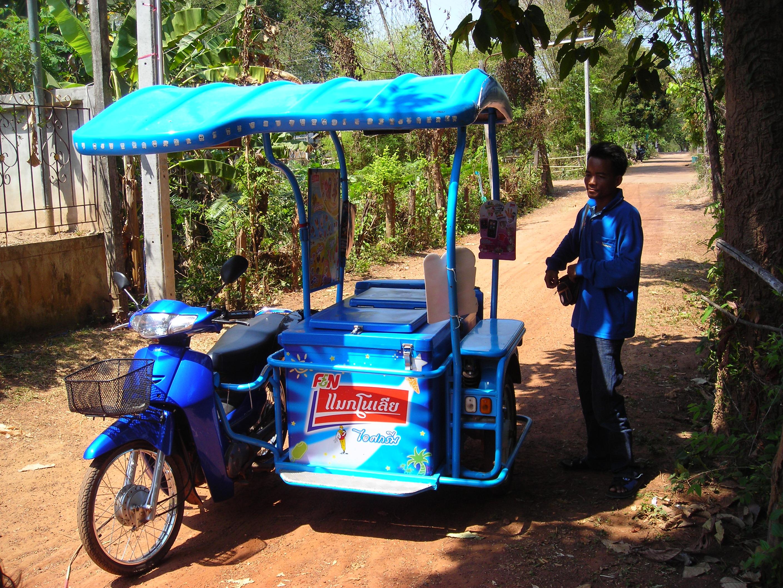 File:Ice cream street vendor - Honda scooter with sidecar, Thailand