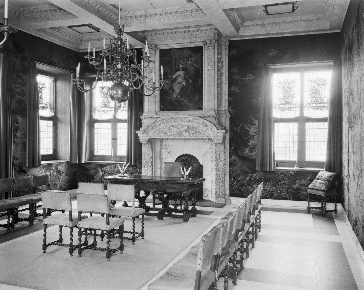 File:Interieur van de trouwzaal - Gouda - 20081536 - RCE.jpg ...