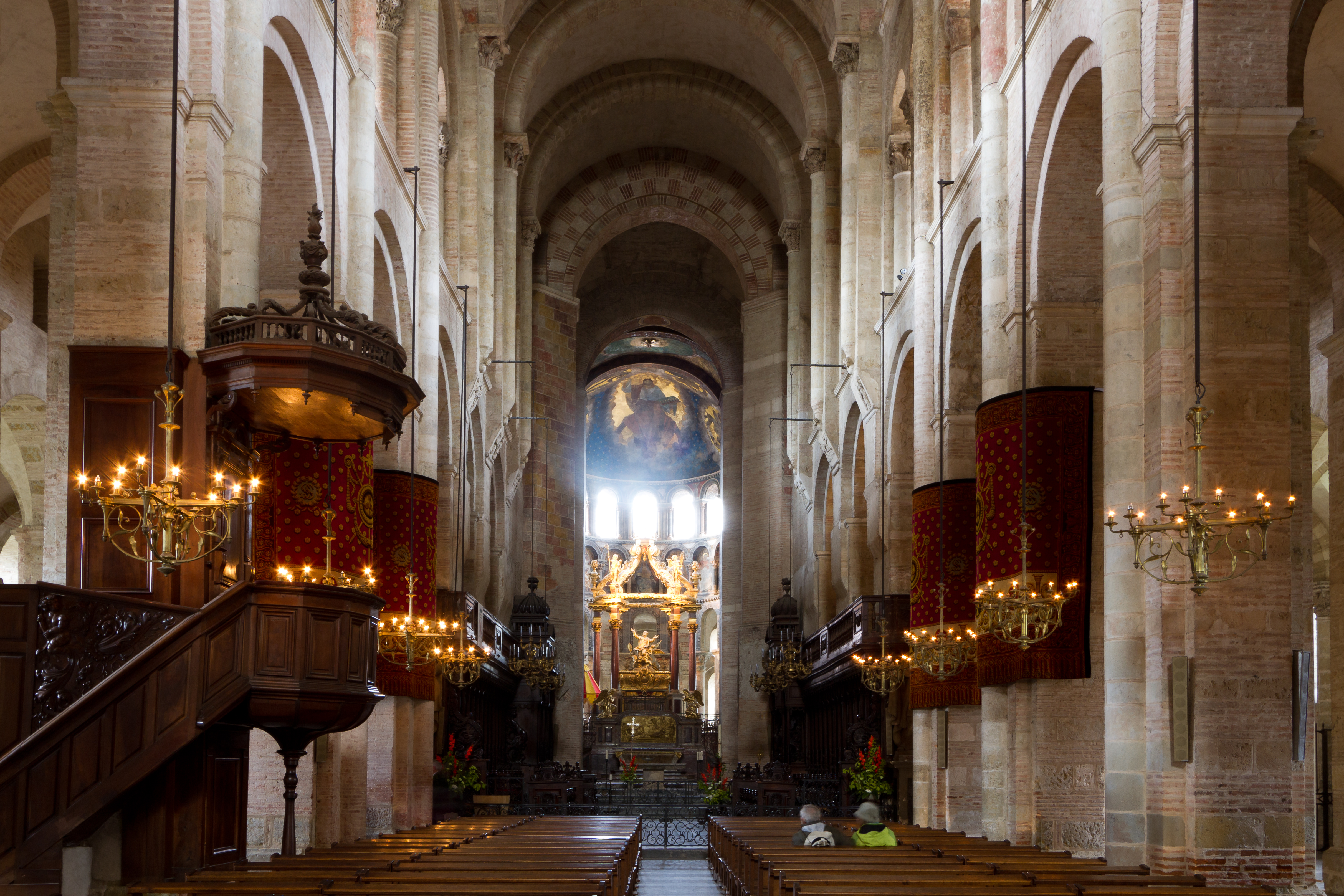 File:Interior of Basilica St Sernin - 2013-05-23.jpg ...
