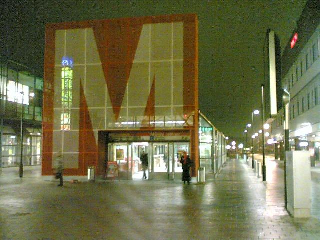 Itäkeskuksen metroasema-Helsinki.jpg