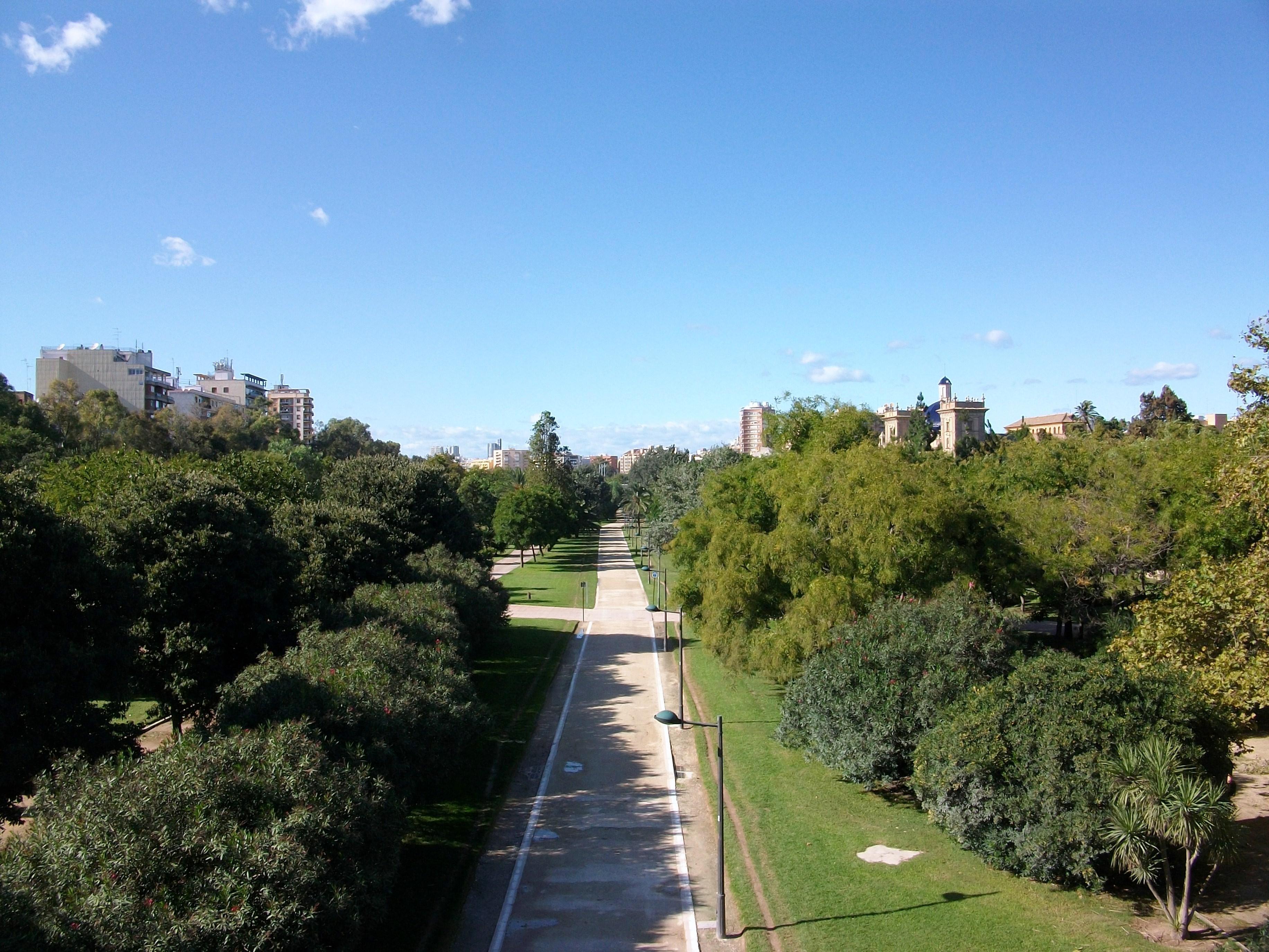 File:Jardins del Túria des del pont del Real, València.JPG - Wikimedia Commons