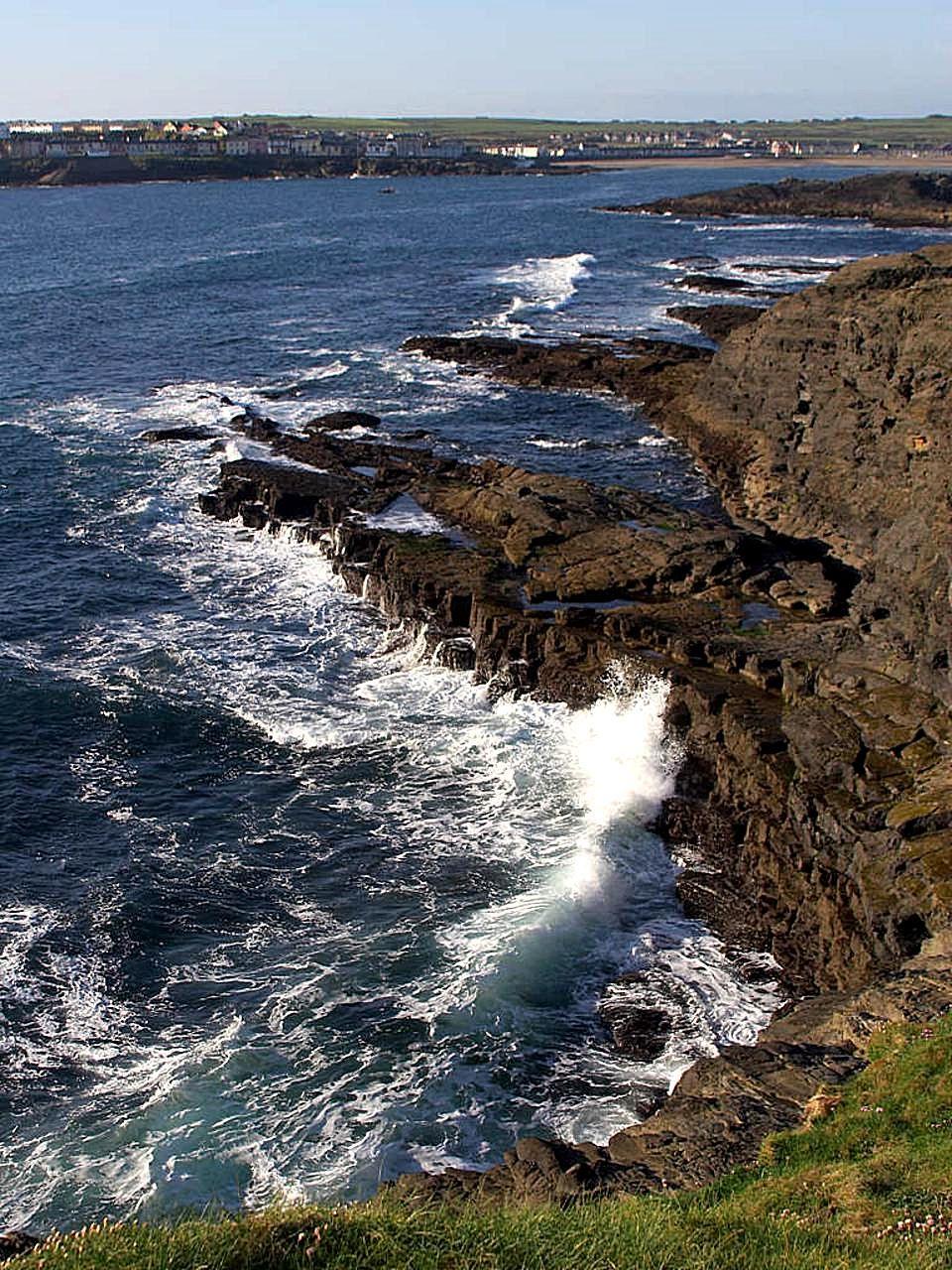 File:Kilkee Ireland.jpg - Wikimedia Commons: commons.wikimedia.org/wiki/file:kilkee_ireland.jpg