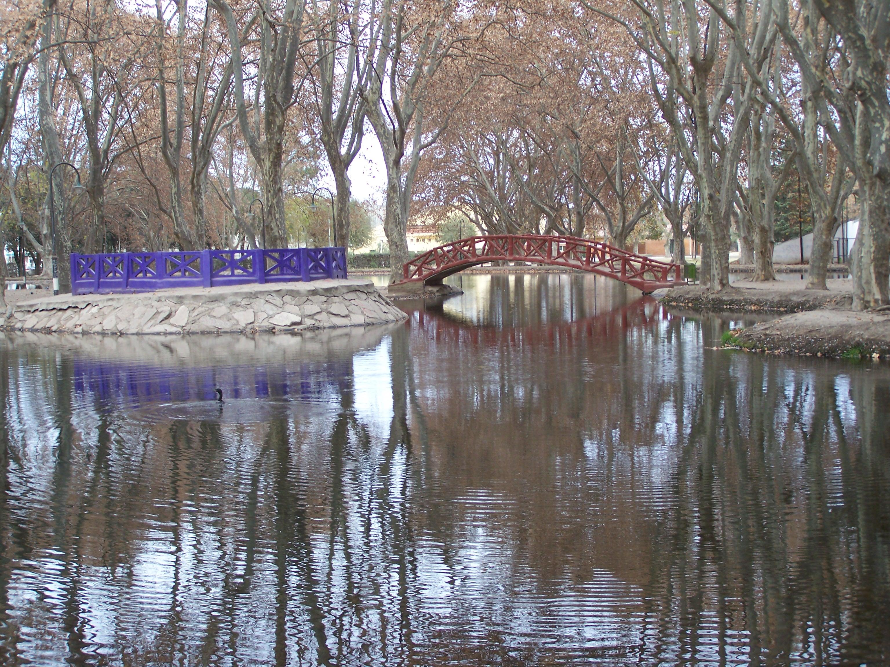 File:Lago del Parque Sarmiento de Río Cuarto.JPG - Wikimedia Commons