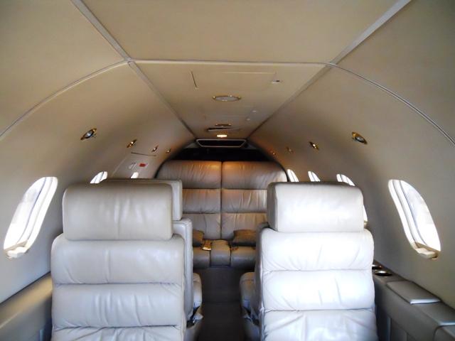 LIRDŽET 25B Learjet_25_int
