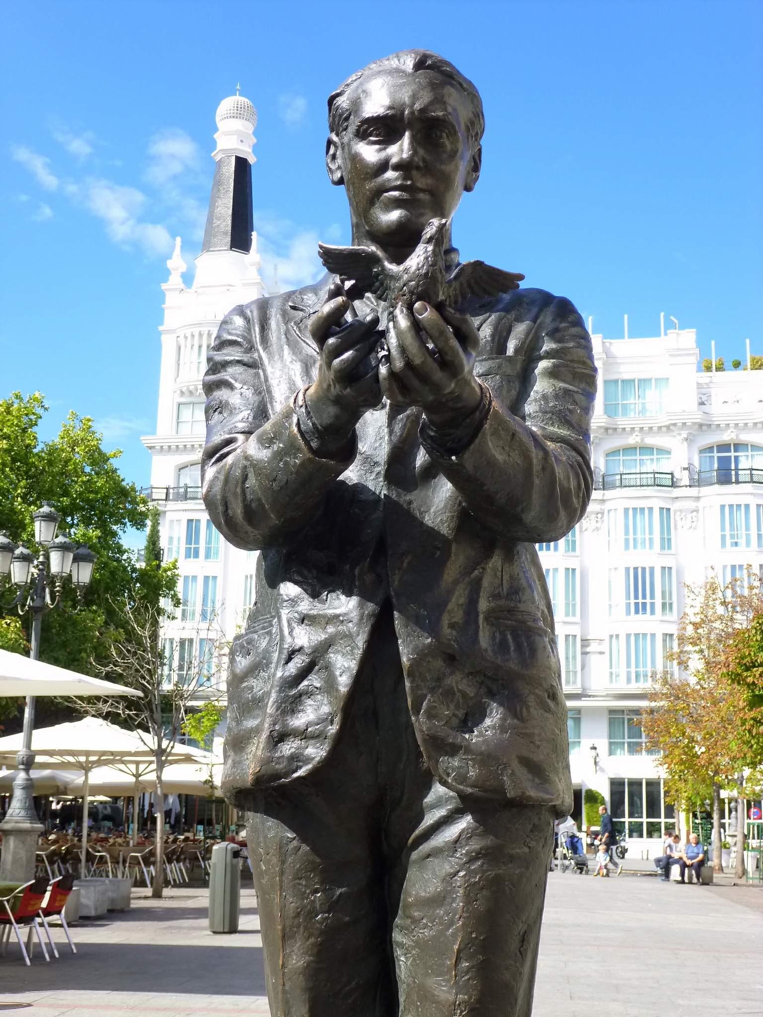 Monumento a García Lorca en la Plaza de Santa Ana de Madrid.