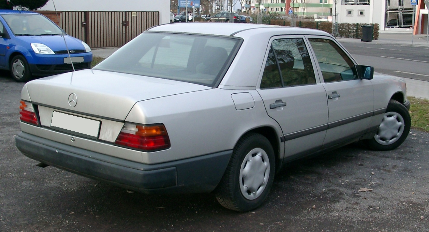 File Mercedes W124 Rear 20080115 Jpg Wikimedia Commons