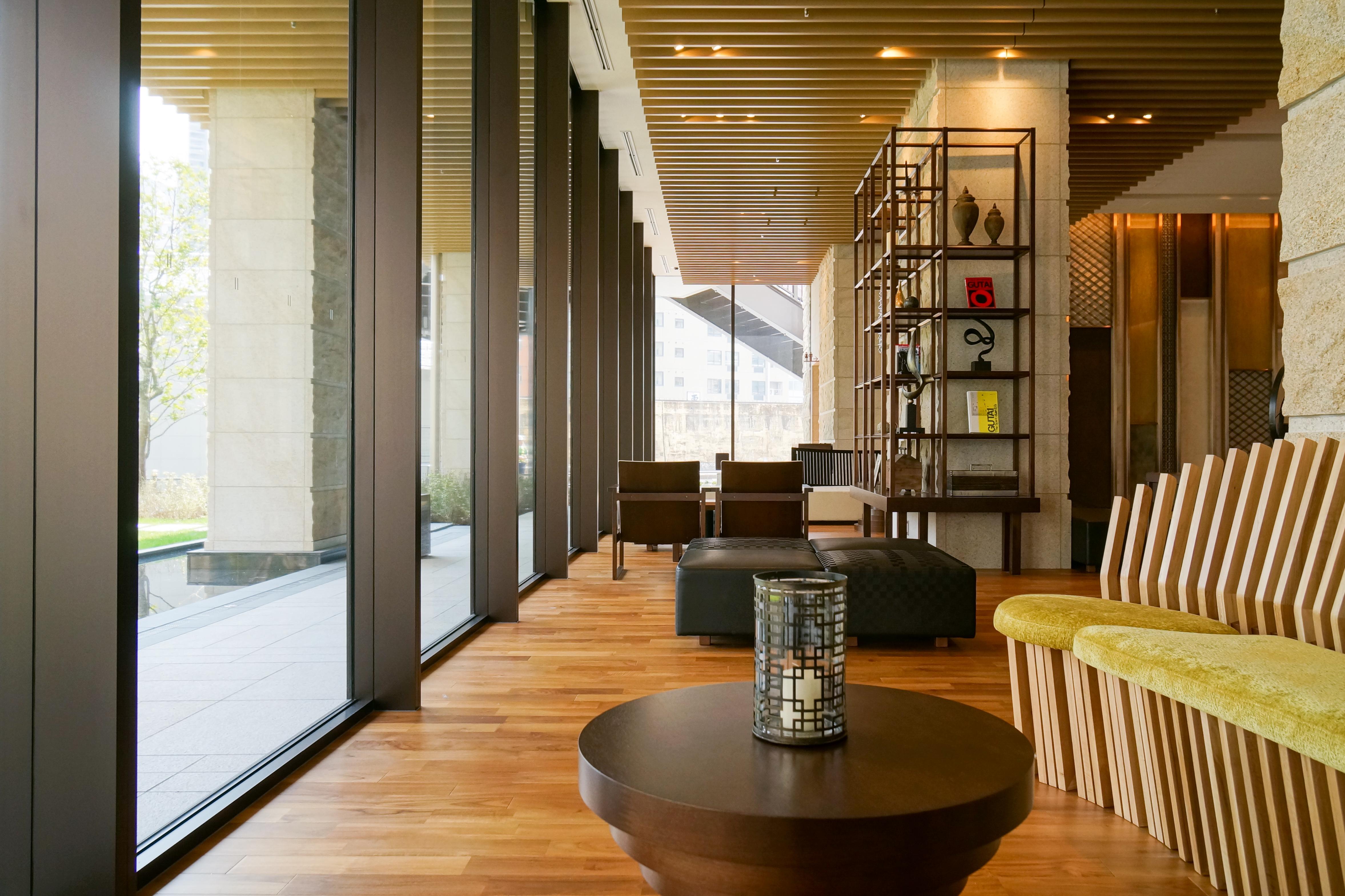 FileMitsui Garden Hotel Osaka Premier 1F lobby 20140317001jpg