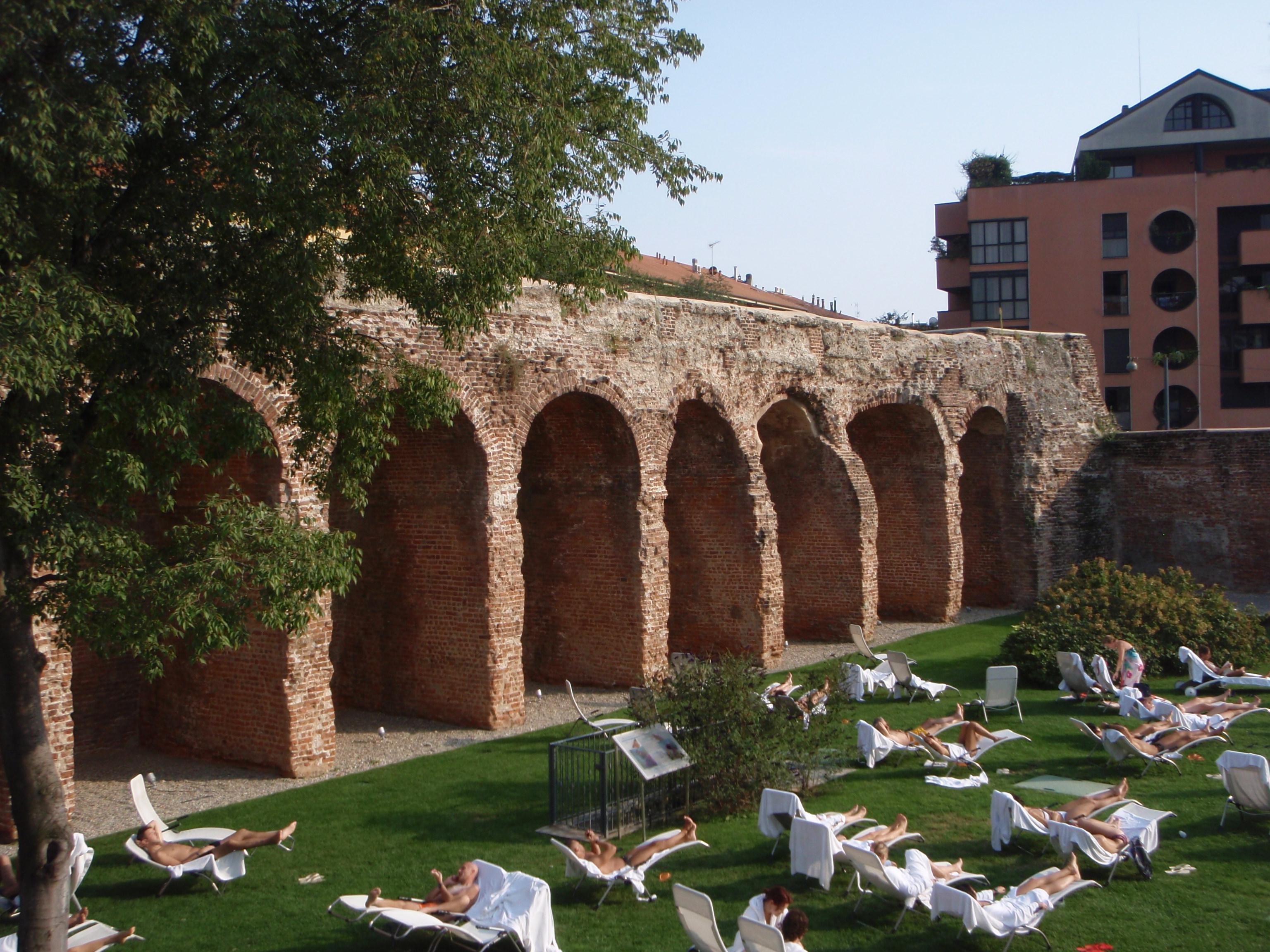 File mura spagnole wikimedia commons - Terme porta romana listino prezzi ...