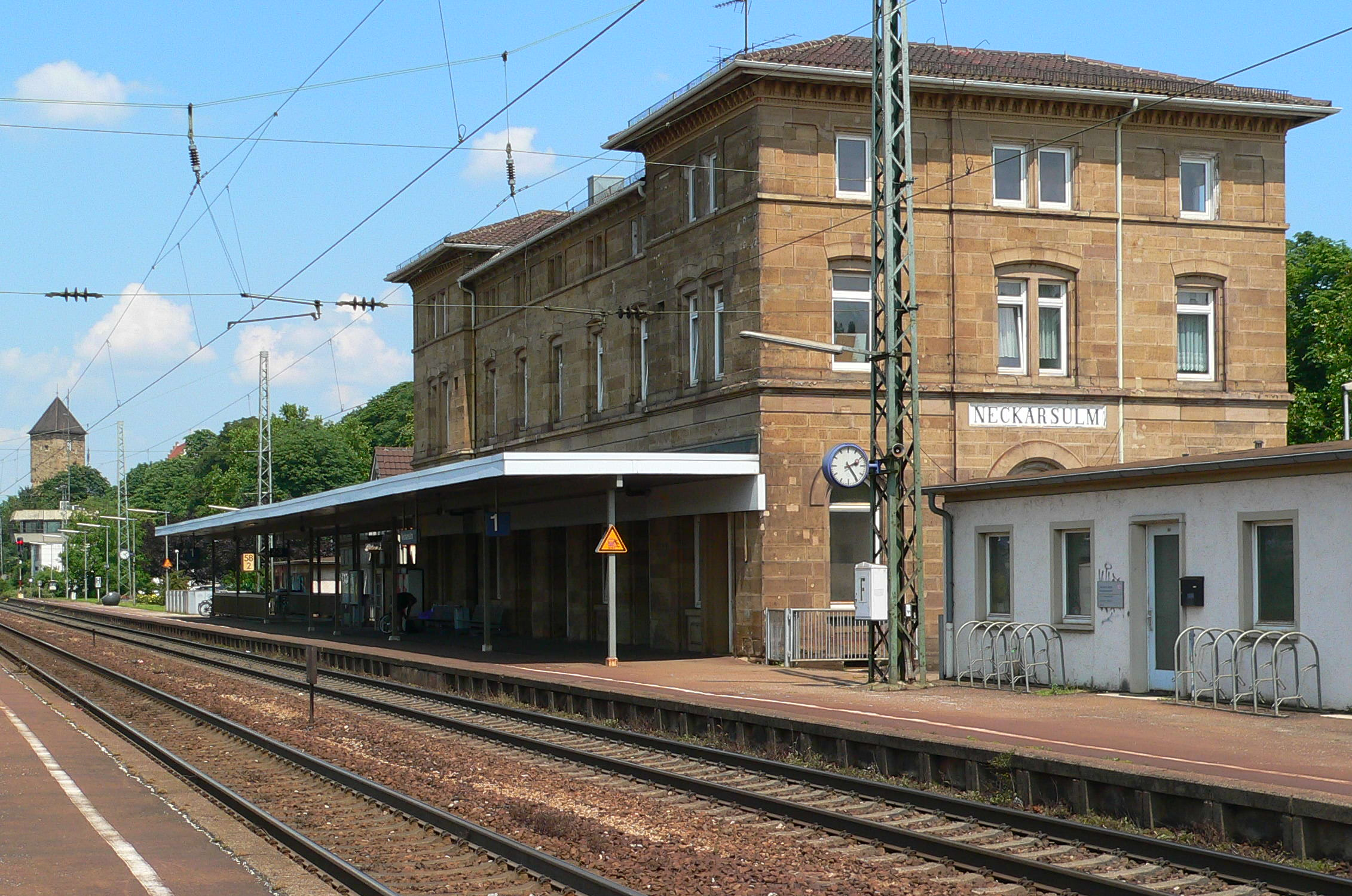 Neckarsulm Germany  city pictures gallery : Datei:Neckarsulm Bahnhof vSuedWest – Wikipedia