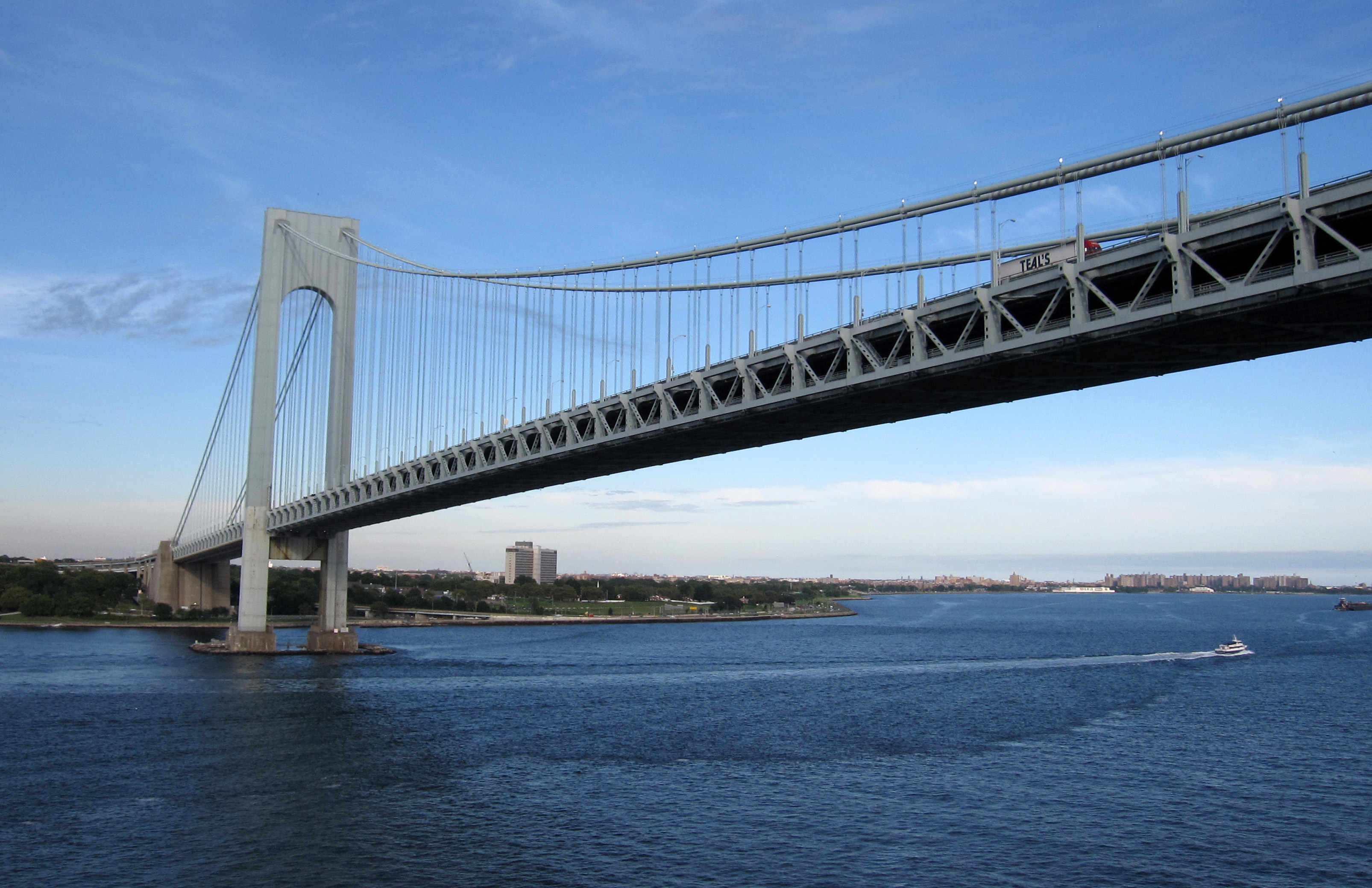verrazano bridge Verrazano-narrows bridge, new york, new york 7,898 likes 170,707 were here the verrazano-narrows bridge is a double-decked suspension bridge that.