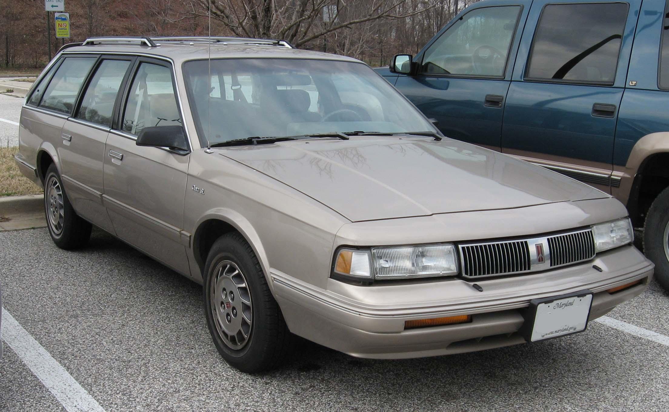 File:Oldsmobile Cutlass Cruiser.jpg - Wikimedia Commons