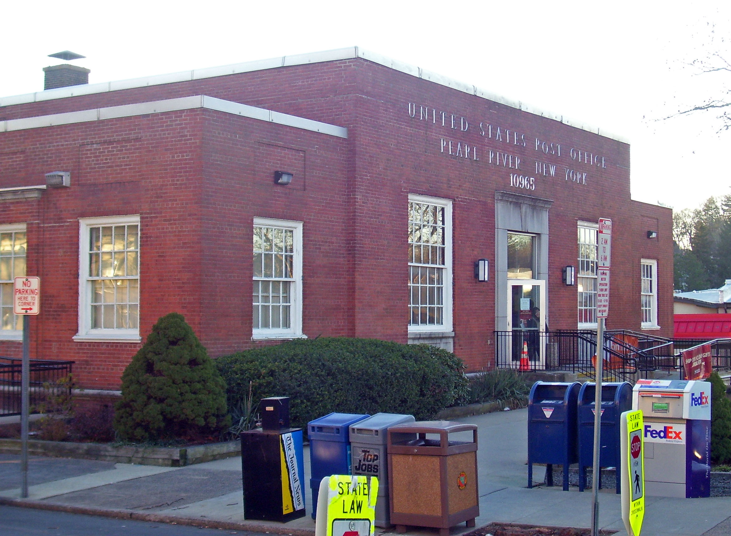united states post office (pearl river new york)  wikipedia - a brick building with a large main block and two smaller wings seen fromits