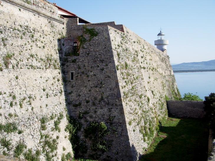 Porto Ercole, Rocca aldobrandesca, Bastione est