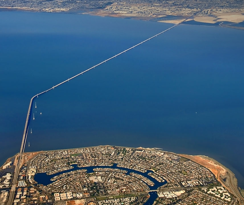https://upload.wikimedia.org/wikipedia/commons/3/36/San_Mateo-Hayward_Bridge-2edit.jpg