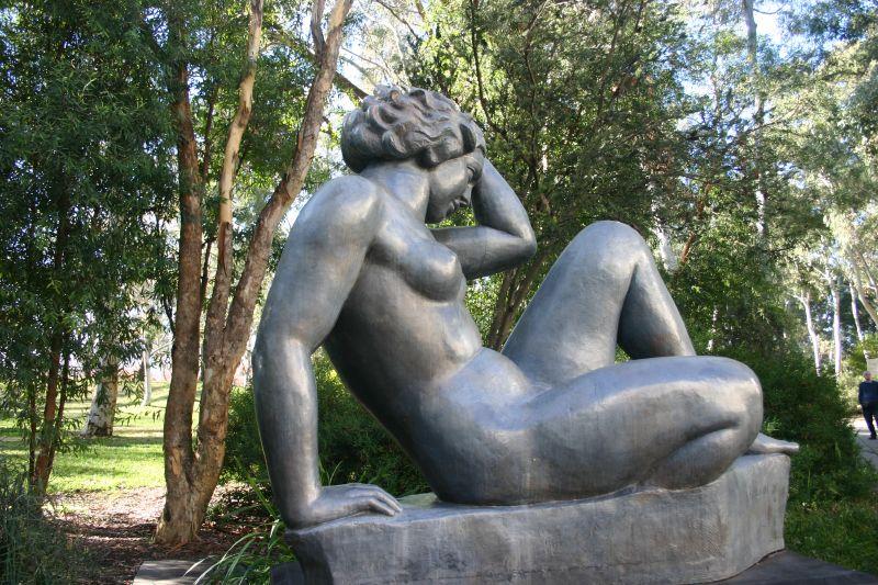 Archivo:Sculpture Garden - National Art Gallery.jpg